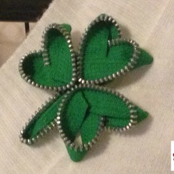 Zipper Shamrock pin (5)